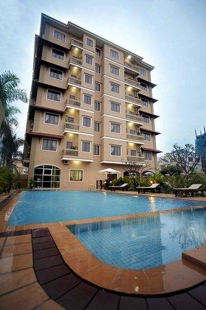Royal Residence Phnom Penh: Apartment Facade
