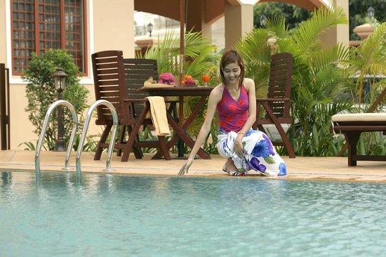 Royal Residence Phnom Penh: out door swimming pool