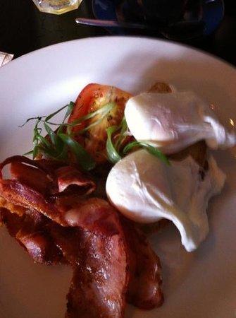 The Little Larder Port Douglas: Bacon & Eggs