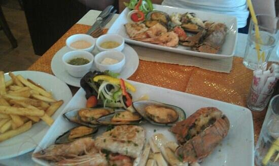 Aning Restaurant : seafood platter for two