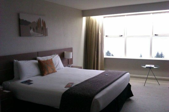 Mercure Resort Queenstown: Habitación con vistas al lago.
