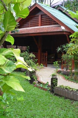 Royal Phawadee Village: l'entrée du Bungalow