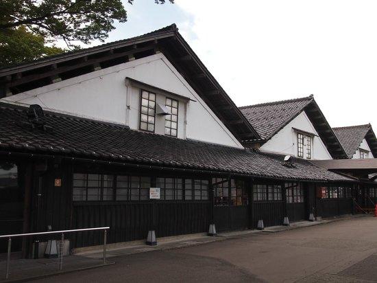 Sankyo Soko Storehouse: 独特のデザイン