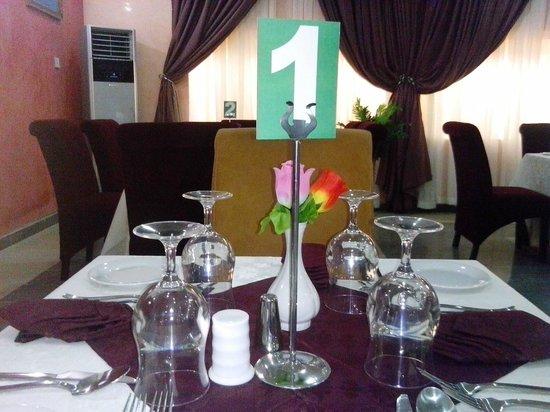 Jades Hotel: Restaurant
