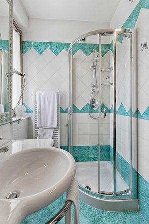 Hotel Villa Luigi: Bagno Camera Matrimoniale