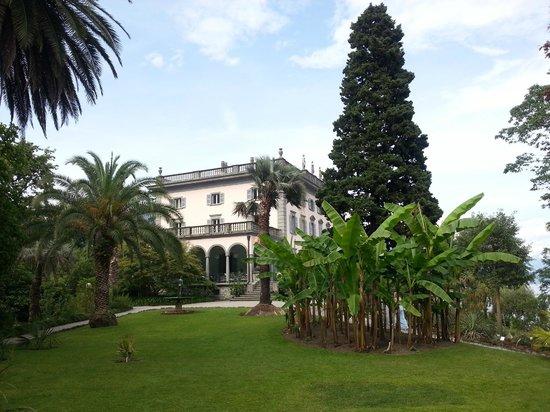 Isole di Brissago: Anwesen auf der Insel, im unteren Stock befindet sich ein Restaurant.