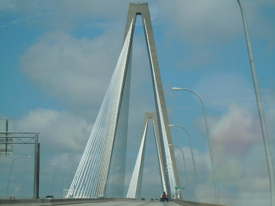 Hampton Inn Charleston/Mt. Pleasant-Patriots Point: Connector bridge nearby  at the hotel
