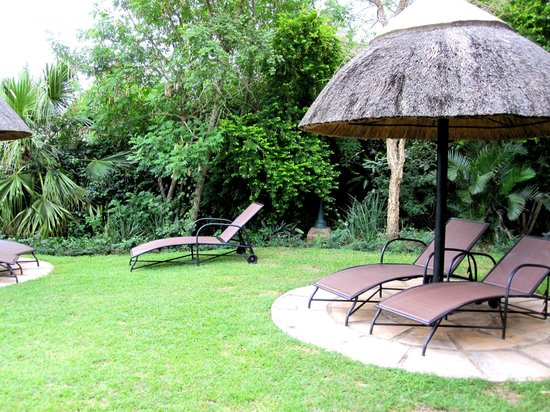 Protea Hotel Hluhluwe & Safaris: Liegewiese