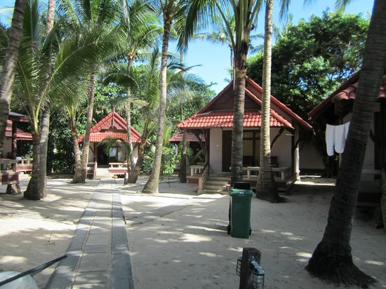 First Bungalow Beach Resort: Bungalows Meerseite