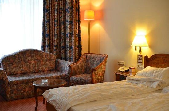 Hotel City Central: Corner room