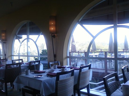 Chaminade Resort & Spa: breakfast area
