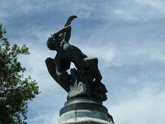 Monumento del Angel Caido