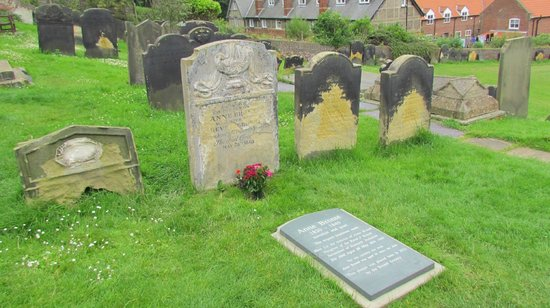 Dolphin Guesthouse: Anne Bronte grave
