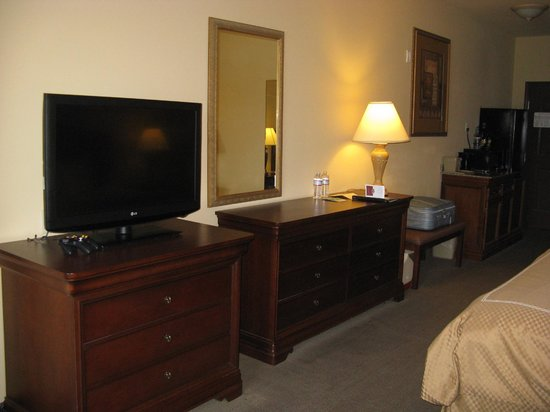 Plenty of space and good tv -- Vidalia Comfort Suites