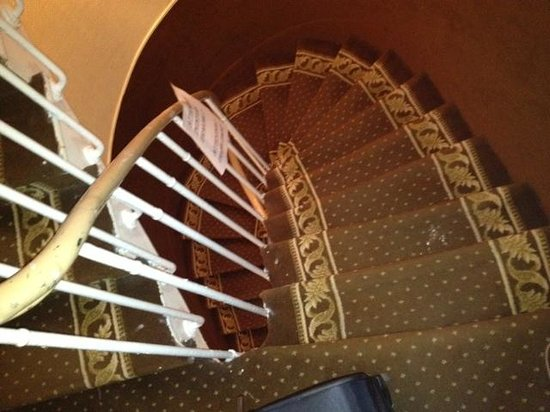 Hotel Prince Monceau : Be careful if the small spiral stairs as there is no lift