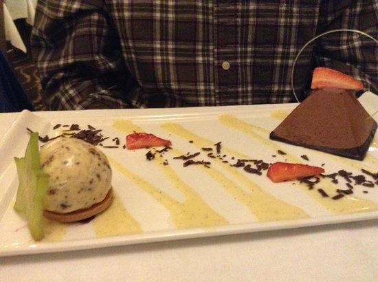 Westport Plaza Hotel: Artistic dessert!