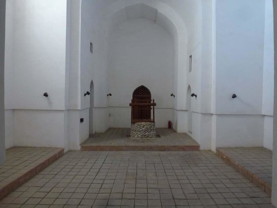 Turkestan, Kasachstan: Eine von vielen Grabstätten innen