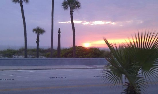 Sabal Palms Inn : Gulf sunset view from front rooms
