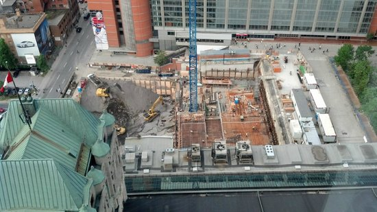 Montreal Marriott Chateau Champlain: View from 31st floor, facing west, construction site next door