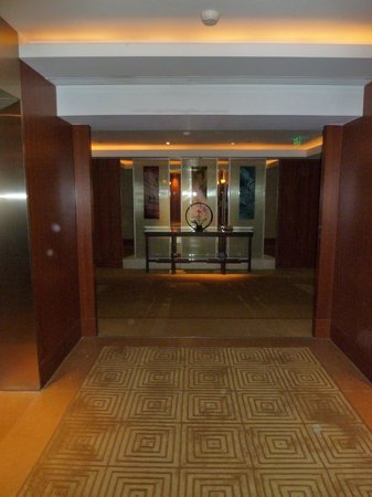 The Peninsula Beijing: lift foyer