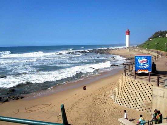 Protea Hotel by Marriott Durban Umhlanga: Strand, Leuchtturm, indischer Ozean