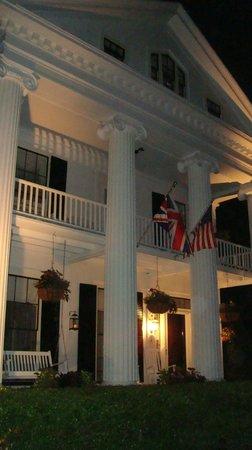ذا إن آت كابي كود: The Inn at night