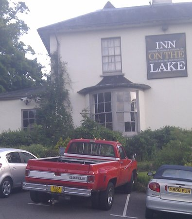 Innkeeper's Lodge Godalming: plenty of parking room as they have overfill car parking