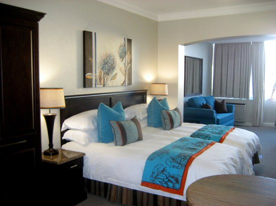Protea Hotel by Marriott Durban Umhlanga: Betten + Sitzbereich