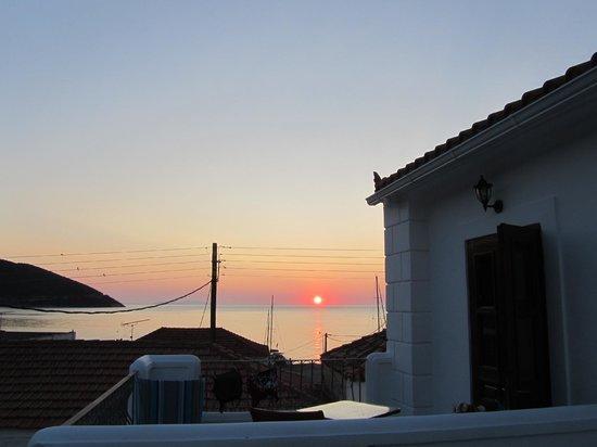 Paraliako Hotel: Η υπέροχη ανατολή του Κυπαρισσίου