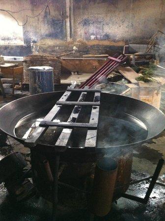 Zhoucheng Village: tie-dyeing pot