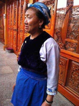 Zhoucheng Village: Bai women