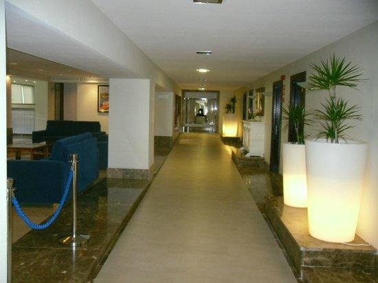 Hotel Bella Playa & Spa: Eingangshalle