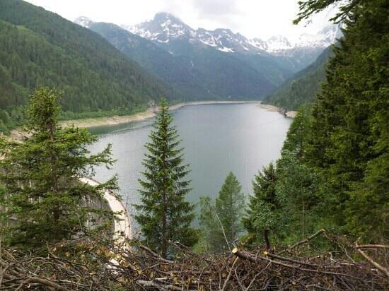 Val Belvisio : il lago dal sentiero x malga fraitina