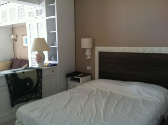 Villa Oasis Residence: Bed