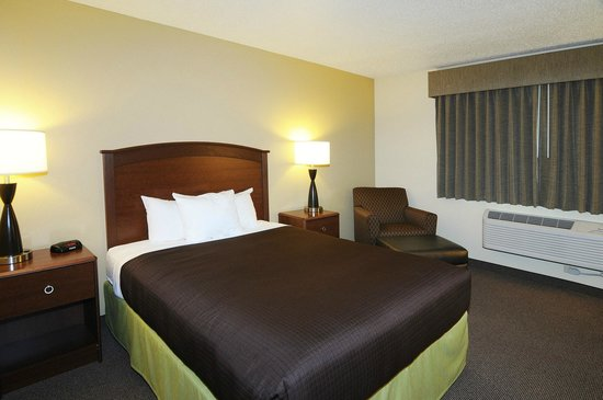 AmericInn Hotel & Suites Sioux Falls: Single Queen Room