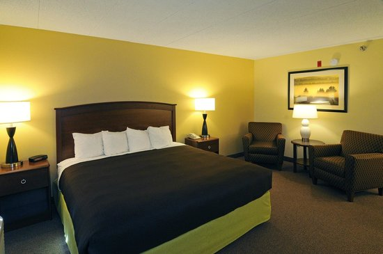 AmericInn Hotel & Suites Sioux Falls: King Whirlpool Suite