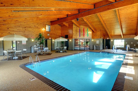 AmericInn Hotel & Suites Sioux Falls: Indoor Pool and Hot Tub