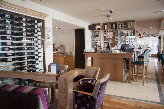 Raff's on the Corner: Wine bar at Raffs on the corner