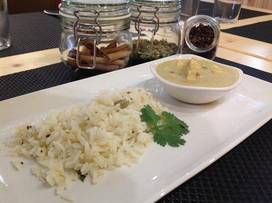 El Curry Verde - Bar / Restaurante Vegetariano: Arroz pilaf con curry de tofu.