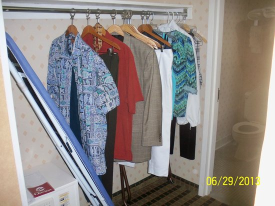 Clarion Hotel Palmer Inn: Clothes Rack w/iron & ironing board