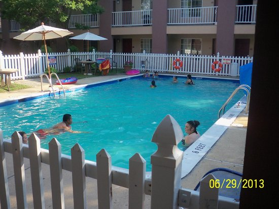 Clarion Hotel Palmer Inn: Pool