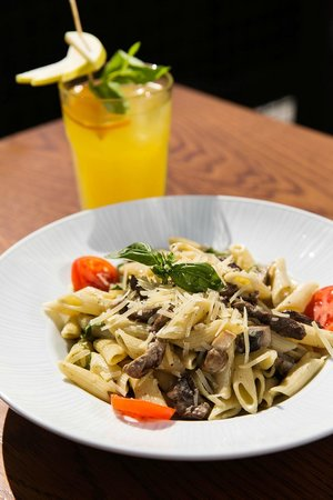 Efes Sports Pub : yummy pastas