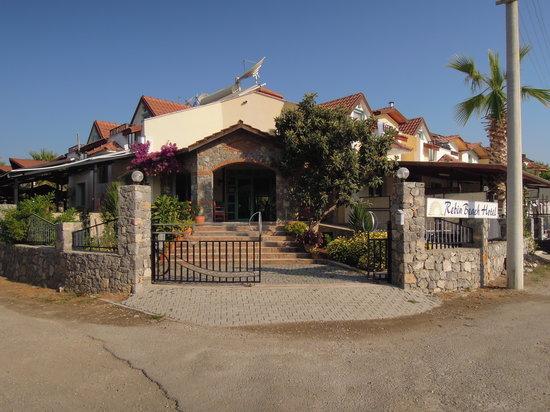 Rebin Beach Hotel: hoofdingang