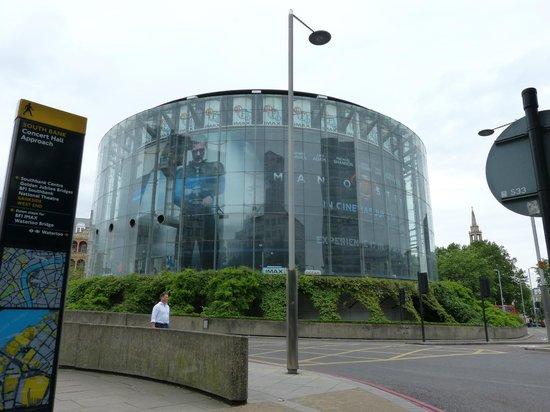 British Film Institute IMAX Cinema: Cine y paso subterráneo