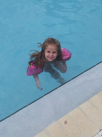 Southern Oaks Inn : Oversized pool and very clean