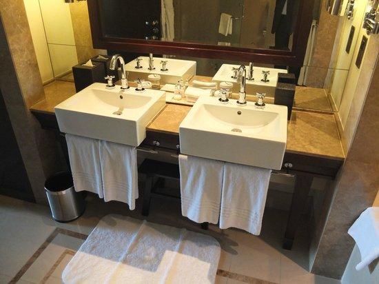 The Palace Downtown Dubai: bathroom