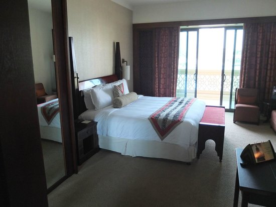 The Palace Downtown Dubai: bedroom from the bath