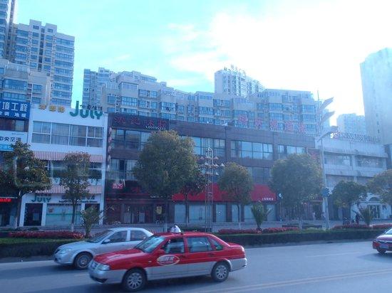 Perfect International Hotel : Street view