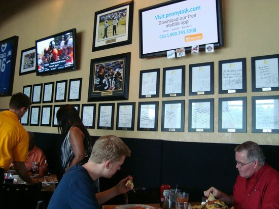 Jerome Bettis' Grille 36: Televisions and Congratulatory Letters