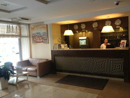 Medosz Hotel: reception